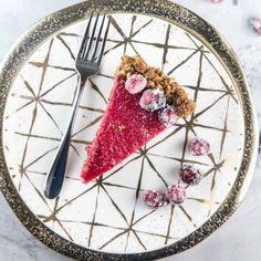 Cranberry Curd Pie with Gingersnap Crust: A silky-smooth cranberry curd in a gingersnap hazelnut crust. The perfect holiday pie! Snickers Cheesecake, Cheesecake Bars, Thanksgiving Vegetable Sides, Roasted Tomatillo Salsa, Caramel Pears, Vegetable Tart, Cranberry Pie, Holiday Pies