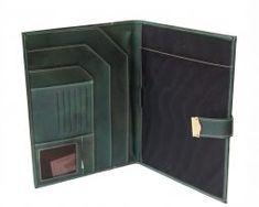 Kožená-spisovka-so-zámkom-na-kľúč-č.8344-v-zelenej-farbe-2 Wallet, Fashion, Moda, Fashion Styles, Fashion Illustrations, Purses, Diy Wallet, Purse