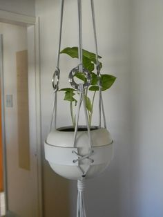 Stunning Wall Pots Design Ideas From Leather To Try Asap Macrame Wall Hanging Diy, Hanging Plant Wall, Macrame Plant Holder, Diy Hanging Shelves, Macrame Plant Hangers, Plant Holders, Hanging Planters, Pot Hanger, Diy Home Accessories