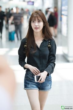 "iumushimushi: "" 160826 IU @ Incheon Airport departing for ShenZhen by Dooooly "" Iu Fashion, Korean Fashion, Womens Fashion, Iu Hair, Korean Actresses, Korean Celebrities, Beautiful Asian Girls, Korean Singer, Kpop Girls"