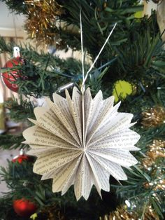 folded-paper-christmas-decorations