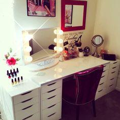 Fit for a queen 👑 Makeup Vanity Hacks, Makeup Vanity Storage, Diy Vanity, Makeup Organization, Vanity Ideas, Makeup Bar, Makeup Vanities, Makeup Beauty Room, Makeup Rooms