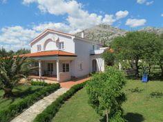 Apartmány Villa Andreja ponúkajú ubytovanie s vlastným stravovaním. Nachádzajú sa 550 metrov od centra Starigradu.