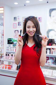 Song Ji Hyo rocks! — Song Ji Hyo @ Banila co Taiwan Event (cr. Banila...