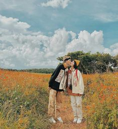 Kiss in the field ~ Vintage Couple Photography, Korean Couple Photoshoot, Wedding Posters, Couple Shots, Wattpad Book Covers, Ulzzang Couple, Cute Couple Pictures, Fashion Couple, Couple Outfits
