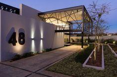 House Ber es una residencia de 720 m2 en Midrand, Sudáfrica.