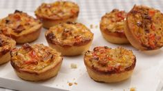 Mini-Party-Quiches, ein sehr leckeres Rezept mit Bild aus der Kategorie Käse. 586 Bewertungen: Ø 4,6. Tags: Backen, Fingerfood, Gemüse, kalt, Kinder, Party, Snack, Vorspeise, warm