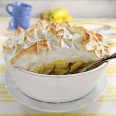 Our collection of 14 Easy Southern Recipes for Southern Banana Pudding includes plenty of recipes for this creamy dessert classic. All of the Southern banana pudding recipes included in this collection are sweet, simple to make, and bursting with ban Nilla Wafer Banana Pudding, No Bake Banana Pudding, Southern Banana Pudding, Homemade Banana Pudding, Banana Pudding Recipes, Pudding Cupcakes, Custard Pudding, Custard Tart, Pudding Desserts