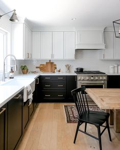 Anyone else in love with this classic tuxedo kitchen with Monogram appliances designed by Monogram Designer Council member Laura Muller with Four Point Design Build? Photo by Ryan Garvin. Farmhouse Style Kitchen, Modern Farmhouse Kitchens, Farmhouse Design, Home Kitchens, Coastal Farmhouse, Kitchen Soffit, Kitchen Cabinets, Kitchen Appliances, Dining Room Design