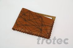 Laser engraved leather businesscard holder - Free DIY instructions with recommended laser parameters for your Trotec laser. Leather Business Card Holder, Business Card Holders, Trotec Laser, Laser Machine, Natural Leather, Step By Step Instructions, Laser Engraving, Leather Craft, Making Out