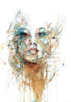 Fragmentos, rostos e estilhaços de vidro, emoções derramadas no papel, assim são os desenhos do ilustrador Carne Griffiths. Rostos de uma beleza invulgar, construídos por camadas de tinta e chá, construídos por camadas de respostas emocionais ao quotidiano.