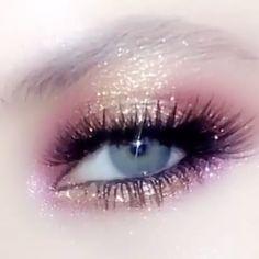 iconic make up looks eye makeup \ iconic eye makeup . make up revolution iconic 3 eye makeup . iconic make up looks eye makeup Makeup Fx, Makeup Inspo, Eyeshadow Makeup, Makeup Inspiration, Makeup Tips, Beauty Makeup, Fairy Eye Makeup, Makeup Tutorials, Elvira Makeup