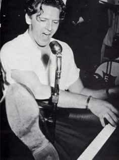 JERRY LEE LEWIS B/&W 8X10 PHOTOGRAPH CONCERT AT PIANO