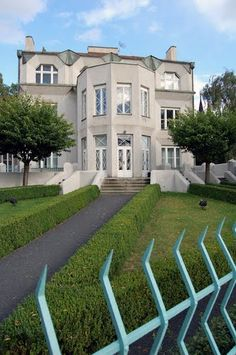 Kovarovic Villa: Built in 1913 by Josef Chochol, which displays the Czech Cubism movement's characteristic hexagonal forms. #Prague #Cubism #Architecture #Josef_Chochol