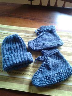 Sapato e gorro para adultos de croche,  feito pela minha irmã Deborah.