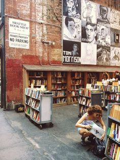 Brattle Book Shop, Boston / Amazing literary places you have to visit I Love Books, My Books, Free Books, Book Aesthetic, City Aesthetic, Book Nooks, Reading Nooks, Library Books, Photo Library