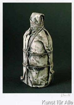 Christo und Jeanne-Claude - Wrapped Bottle 1958