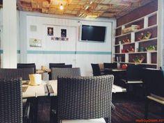 eat - un nou burger (& more) bar urban in Bucuresti Burger Bar, Oras, Restaurant, Design, Diner Restaurant, Restaurants, Dining