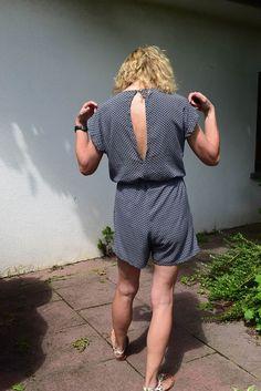 DIY Jumpsuit genäht nach einem Schnitt von Fashionmakery mit Taschen vorne. Rückenansicht. .