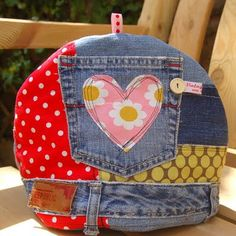 A funky tea-cosy with an appliqued heart pocket The background is soft recycled denim, with appliqued cotton scraps. There is a handy pocket salvaged from a pair of old jeans that makes the perfect container for a tea bag, tea strainer and teaspoon. Jean Crafts, Denim Crafts, Tea Cozy, Coffee Cozy, Denim Tote Bags, Denim Ideas, Retro Fabric, Recycled Denim, Scrap
