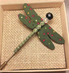Mira este artículo en mi tienda de Etsy: https://www.etsy.com/es/listing/261365808/handmade-dragonfly-brooch-green-fabric