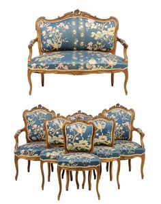 A FRENCH LOUIS XV STYLE UPHOLSTERED SALON SUITE : Lot 104