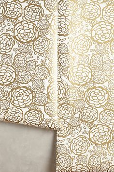 Gorgeous gold petal wallpaper #anthrofave http://rstyle.me/n/smt2rnyg6