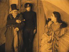 The Cabinet of Dr. Caligari still 26023 Silent Horror, Sci Fi Horror, Horror Films, Halloween Post, Vintage Halloween, Silent Film Stars, Movie Stars, Dr Caligari, Conrad Veidt