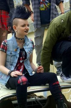 Imagen de girl, Mohawk, and punk rock Chicas Punk Rock, Punk Mohawk, Girl Mohawk, Punk Rock Fashion, Punk Rock Clothing, Hipster Clothing, Fashion Edgy, Lolita Fashion, Fashion Styles