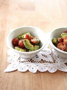 アボカドとミニトマトの粒マス醤油和え by 山本路子(みるまゆ) 「写真がきれい」×「つくりやすい」×「美味しい」お料理と出会えるレシピサイト「Nadia   ナディア」プロの料理を無料で検索。実用的な節約簡単レシピからおもてなしレシピまで。有名レシピブロガーの料理動画も満載!お気に入りのレシピが保存できるSNS。
