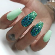 Winter Acrylic Green and Blue Glitter Coffin Nails From Nature Casket nails are angular-shaped nails that look like a casket, which primarily works for lengthy nails as well as is a stylish make over for manicures. Casket nails are enjoyable to trying out Mint Green Nails, Mint Nails, Green Glitter, Ombre Green, Glittery Acrylic Nails, Pink Purple, Acrylic Nail Designs Glitter, Green Nail Art, Green Art