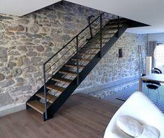 Escalier contemporain Loft, escaliers à limons métal sur mesure.