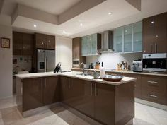 Modern u-shaped kitchen design using glass - Kitchen Photo 295504