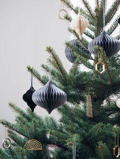Oh Christmas tree - dream house, Minimal Christmas, Christmas Mood, Simple Christmas, Christmas Greetings, Christmas Themes, Christmas Crafts, Merry Christmas, Christmas Ornaments, Natural Christmas