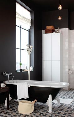 dark walls / bath