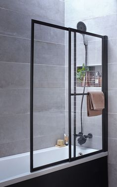 Small Bathroom Remodeling 207306389081959776 - Le pare-baignoire type atelier Source by mariewat Small Bathroom Paint, Small Bathroom Renovations, Bathroom Colors, Bathroom Storage, Bathroom Plants, Bathroom Remodeling, Bath Screens, Build A Closet, Loft