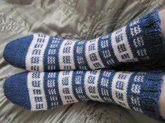 Kardemumman talo -nimisessä blogissa neulotaan mitä kauneimpia sukkia. Vähän aikaa sitten siellä oli neulottu todellä nätit sukat. Vähän han...
