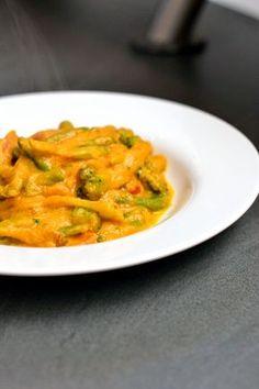 Gemüse in cremiger Erdnuss-Karotten-Soße (vegan)