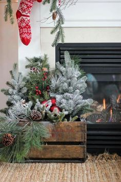 Christmas Aesthetic for Home Cozy Xmas Decorations Ideas. Looking for inspiration and a great mood with Christmas aesthetic ideas? Save my collection of these Christmas tree ideas Xmas lights aesthetic wallpaper and cozy home decorations. Christmas Greenery, Christmas Porch, Farmhouse Christmas Decor, Christmas Mantels, Rustic Christmas, Simple Christmas, Christmas Wreaths, Christmas Crafts, Vintage Christmas