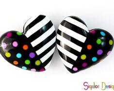 Puntos y rayas corazones - 2 granos polímero hecha a mano de arcilla - Fluffy hearts - coloridos puntos rayas corazón perlas