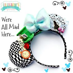 ~ Alice In Wonderland inspired Minnie/Mickey Ears. Everything in Wonderland all in one pair of ears. Little Alice, Glittery Cheshire Cat, Rabbits Pocket Watch, Red Queens Rose, Drink Me Tag and even a Mini Mad Hatter Top Hat! Diy Mickey Mouse Ears, Diy Disney Ears, Disney Mickey Ears, Disney Diy, Disney Crafts, Mini Mouse Ears, Disney Dream, Crafts For Teens To Make, Diy And Crafts