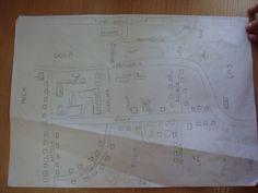 Planując projekt spotkaliśmy się u Bartosza i wspólnie dyskutowaliśmy nad wielkością makiety i materiałami z których będzie wykonana. Szkic projektu narysowaliśmy na kartce, a niezbędne rzeczy wypisaliśmy na drugiej stronie kartki.