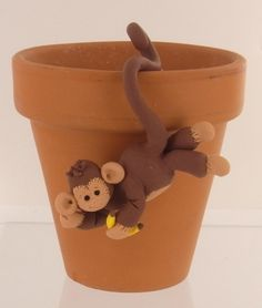 Bake Shop Monkey Pot Sitter can be made in fondant to hang from a cake Kids Clay, Play Clay, Polymer Clay Projects, Polymer Clay Creations, Easy Crafts For Kids, Diy For Kids, Christmas Clay, Christmas Wreaths, Pot Hanger