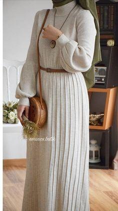 Your Season Dress Modest Hijab Fashion Hijab Style Dress, Casual Hijab Outfit, Hijab Chic, Ootd Hijab, Islamic Fashion, Muslim Fashion, Modest Fashion, Fashion Dresses, Modest Wear