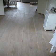 Houten vloer robuust eiken brede plank oldhuys vloeren kootwijkerbroek houten vloeren - Betegeld wit parket effect ...