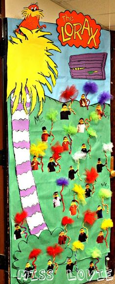 Seuss' Lorax Door Decorations for Dr. Seuss/Read Across America Week! Th… Dr. Seuss' Lorax Door Decorations for Dr. Seuss/Read Across America Week! This is TOTALLY going to be my door if we have time to do it! Dr. Seuss, Dr Seuss Week, Fall Classroom Decorations, Classroom Displays, Classroom Themes, Classroom Organization, Door Displays, Classroom Environment, Classroom Crafts