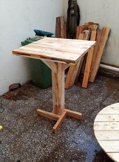 Pallet Projects Pallet Bar Table - 45 Easiest DIY Projects with Wood Pallets Pallet Crafts, Diy Pallet Projects, Woodworking Projects, Wooden Crafts, Woodworking Plans, Recycled Pallets, Wooden Pallets, Unique Home Decor, Home Decor Items