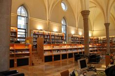 Biblioteca del  Centro de Documentación del Agua y Medio Ambiente del Ayuntamiento de Zaragoza. Antiguo Refectorio del Convento de Santo Domingo.