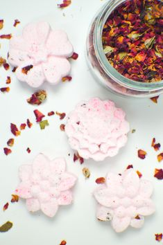 Make your own DIY floral bath bombs with a few household items in various scents…