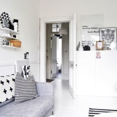 First living room design appears with white decorations has made us like it, white living room which can be an inspiration to build best living room 2013 Living Room Inspiration, Interior Inspiration, Gray Interior, Interior Design, Nordic Interior, White Wall Shelves, White Decor, Beautiful Interiors, Flat